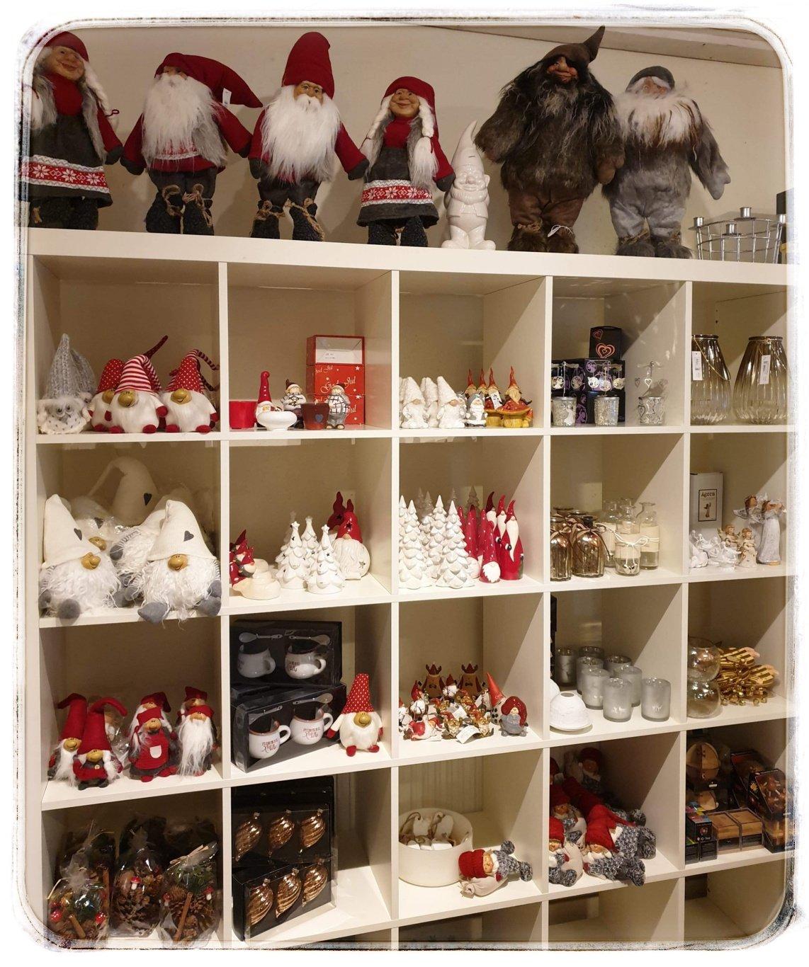 Nu packar vi upp och fyller upp i butiken inför jul.